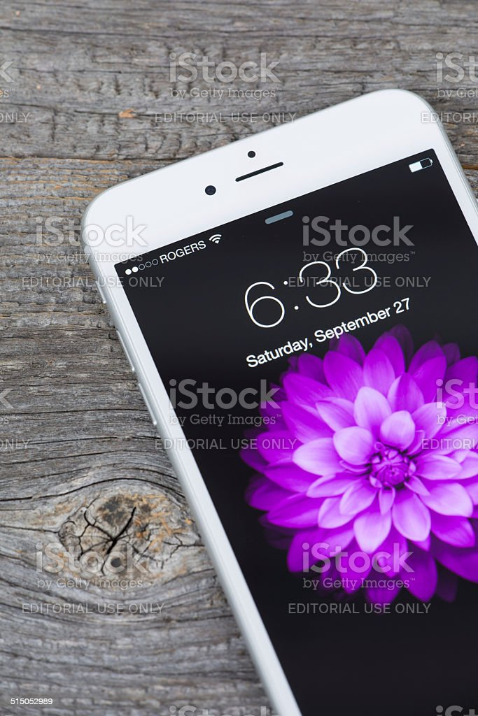 Apple Iphone 6 Plus Bloccato Schermo Isolato Su Sfondo In Legno