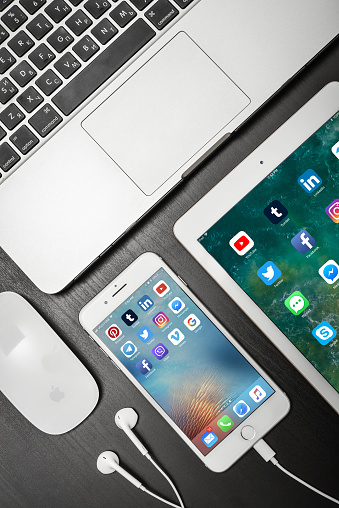 istock Apple iPhone 8 plus with social network apps on the screen with macbook, ipad 1078250148