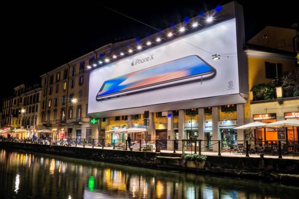 apple iphone x - große leinwand stock-fotos und bilder