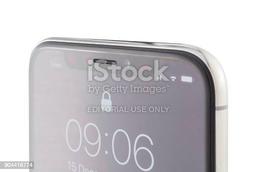 892510910 istock photo Apple iPhone X Silver Lock Screen 904416774
