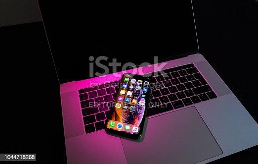 istock Apple iPhone Xs Max Gold Silver Smartphone magenta light, 1044718268