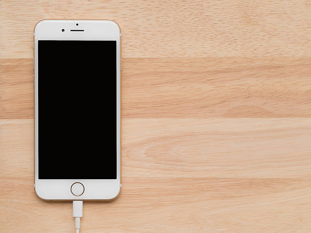 apple iphone6 charging with lightning usb cable - adapter apple stock-fotos und bilder