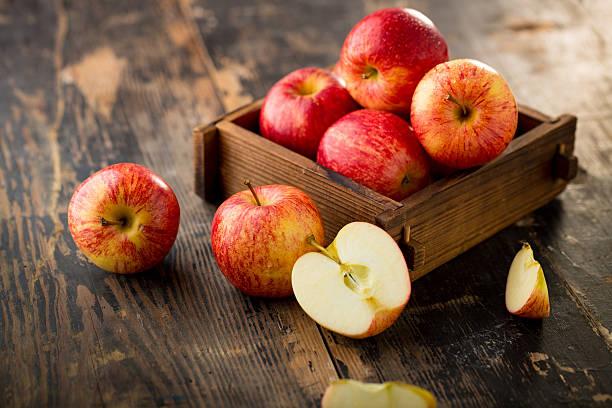 Cтоковое фото apple isolated on wood background