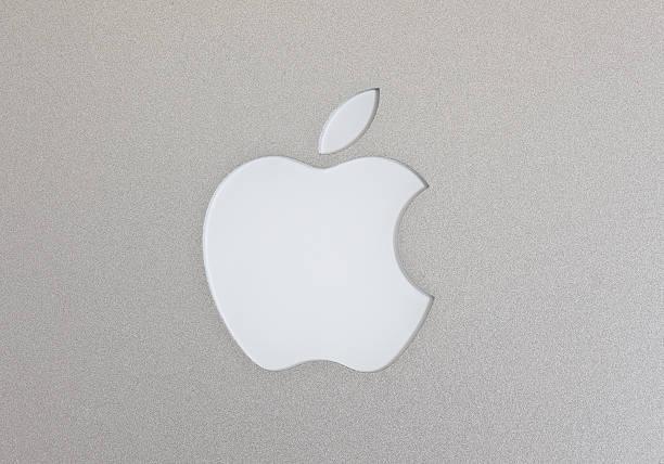 Apple Macintosh のロゴのマックブック Air ストックフォト