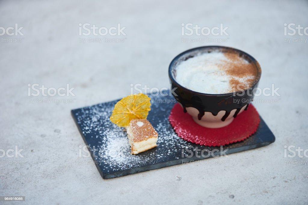 蘋果派風味雞尾酒配香料和香草霜淇淋 - 免版稅傳統圖庫照片