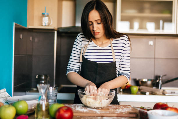 apple pie - baking bread at home imagens e fotografias de stock