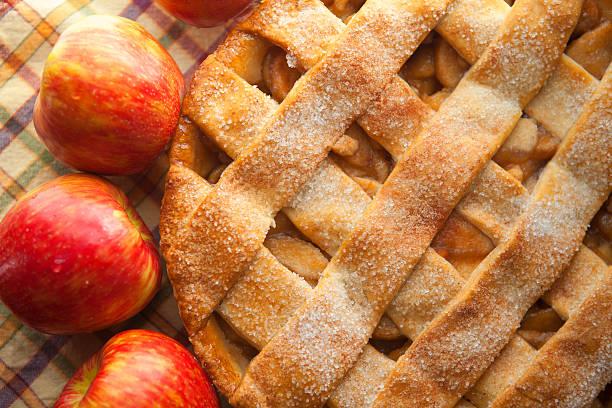 Pastel de manzana con costra de lattice - foto de stock