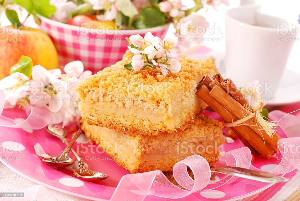 apple shortcake with crumble royalty-free stock photo