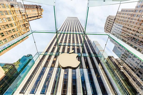 apple store sulla quinta avenue a manhattan, new york - apple computers foto e immagini stock