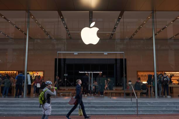 apple store in downtown portland - apple computers foto e immagini stock