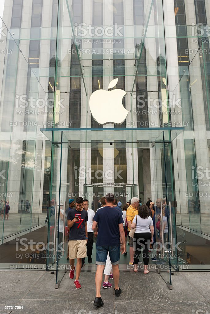 Apple Store In Midtown Manhattan New York City Stock Photo