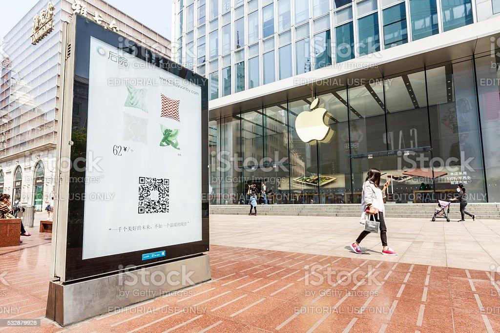 Apple store a Via dello lo shopping di via Nanjing di Shanghai, Cina - foto stock