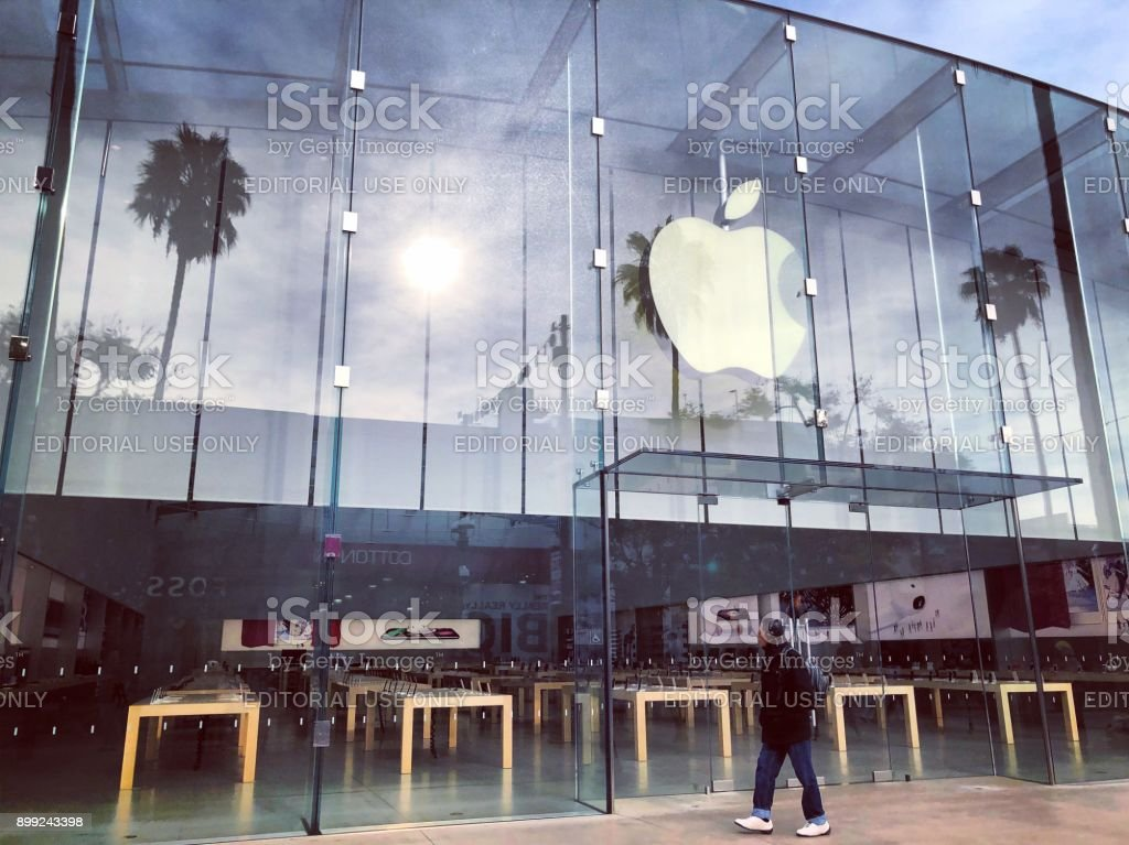Apple Store on Third Street Promenade closed on a Christmas Day, USA stock photo