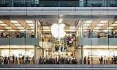 istock Apple store 843301660