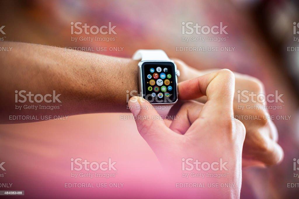 Apple orologio cassa in acciaio inossidabile, diametro 38 mm bianco Sport - Foto stock royalty-free di 2015