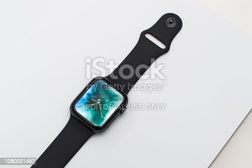 istock Apple Watch Series 4 1080031482