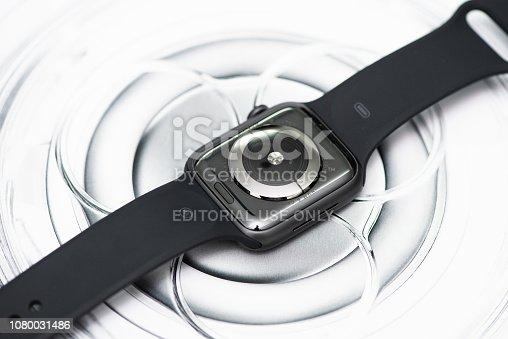 istock Apple Watch Series 4 1080031486