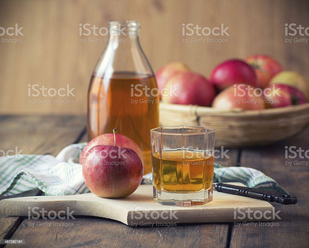 Äpfel und Apfelsaft – Foto