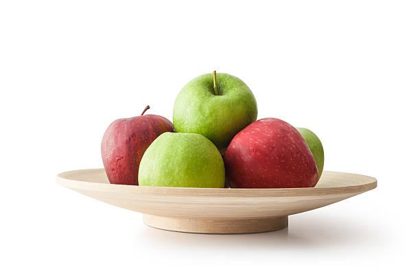 äpfel in schüssel - obstkorb stock-fotos und bilder