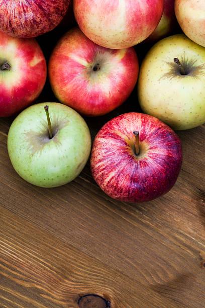 pommes - golden photos et images de collection