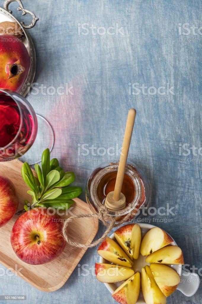 Äpfel mit Granatapfel und Honig für Rosch Hashanah – Foto