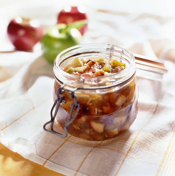 Äpfel erhaltenen in offenen mason jar. – Foto