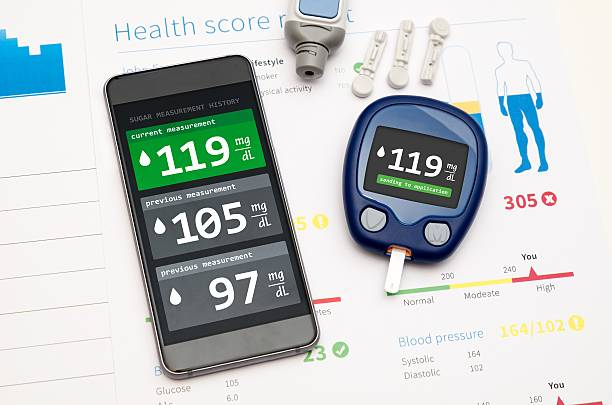 application for diabetes on smartphone - traubenzucker stock-fotos und bilder