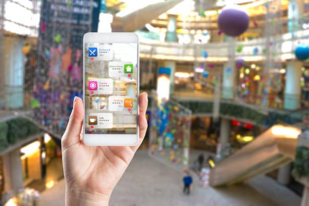 application of augmented reality in shopping mall - realtà aumentata foto e immagini stock