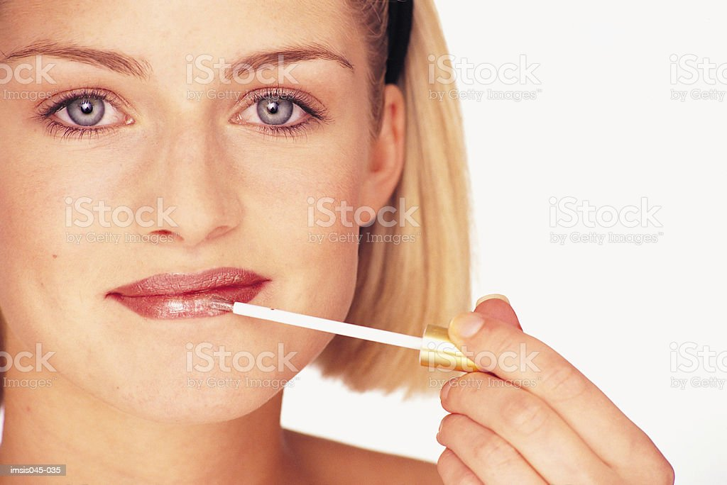 Applying lipgloss 免版稅 stock photo