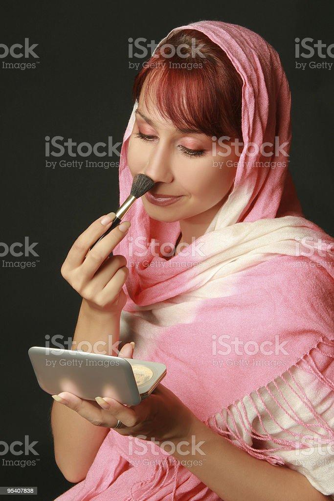 Auftragen von make-up Lizenzfreies stock-foto