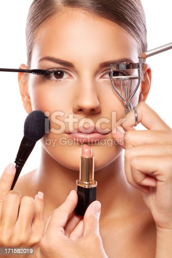 istock Applying professional make up 171582019