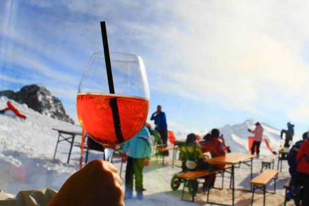 apres ski in winter italy enjoying apres ski on sunny day high in Dolomiti mountains apres ski stock pictures, royalty-free photos & images