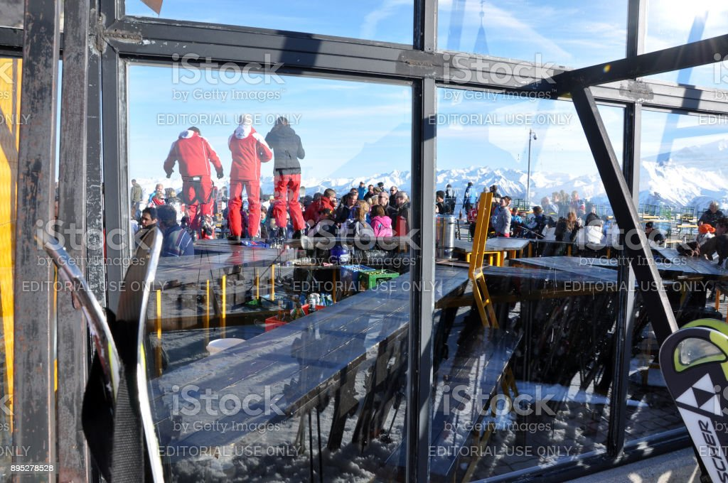 Apres ski, skiers enjoying a party after a dat of skiing stock photo