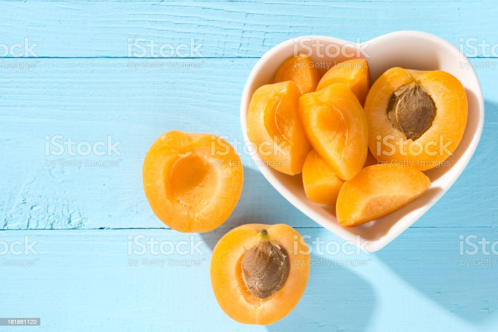 Apricots in a heart shaped bowl stok fotoğrafı
