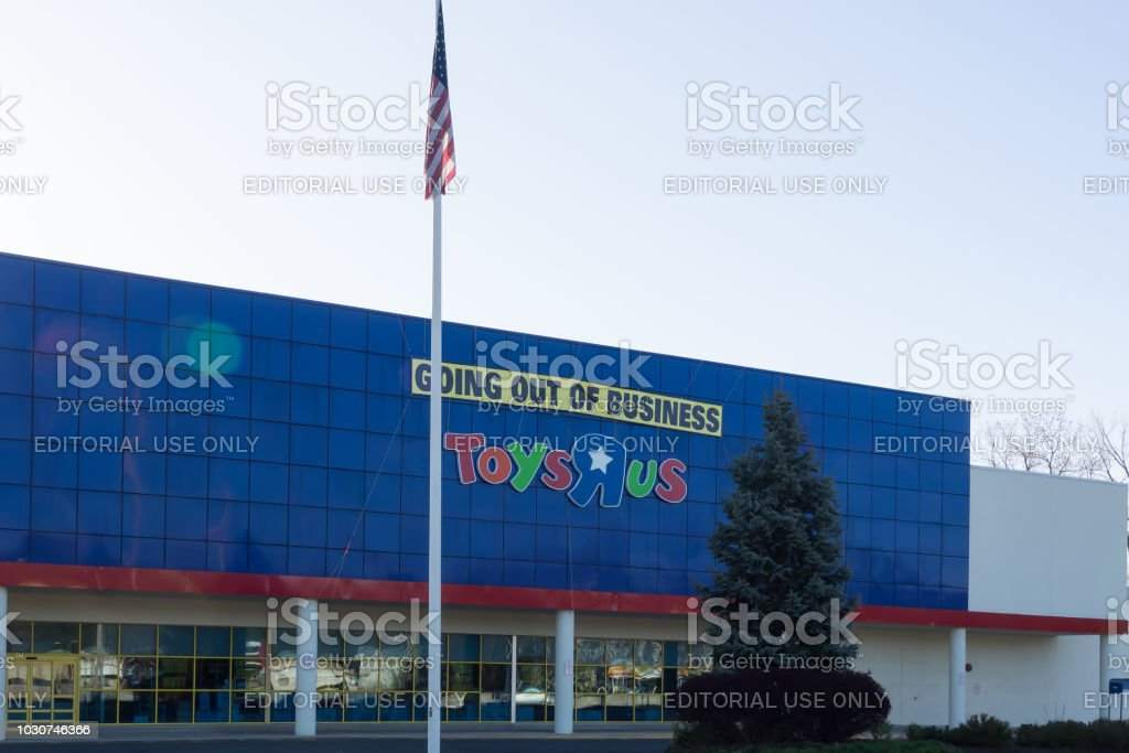 April 21 2018 Paramus Nj Usa Toys R Us Retail Outlet