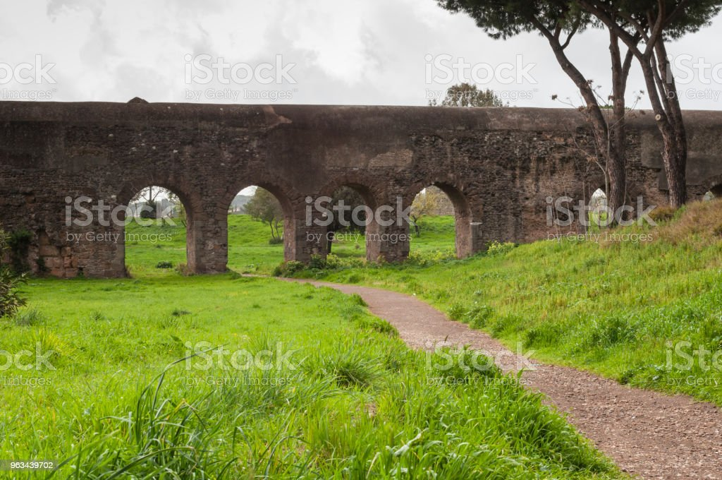 Aqueduct Park : Rome, Italy - Zbiór zdjęć royalty-free (Akwedukt)
