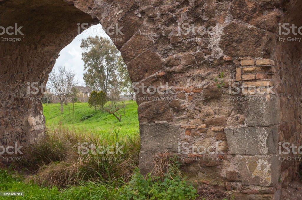 Aqueduct Park : Rzym, Włochy - Zbiór zdjęć royalty-free (Akwedukt)