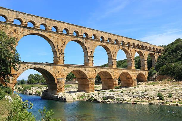 aqueduct pont du gard,  france - pont du gard stockfoto's en -beelden