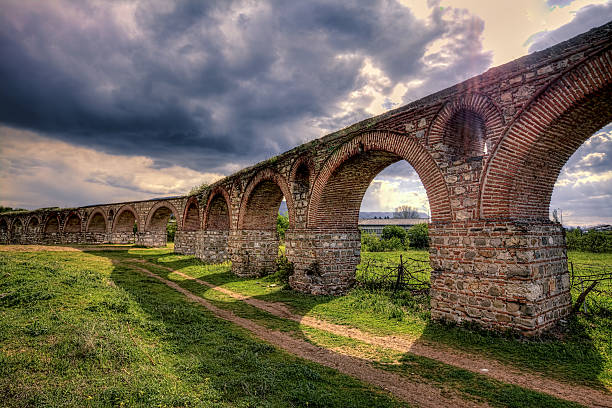 aqueduct - skopje - üsküp stok fotoğraflar ve resimler