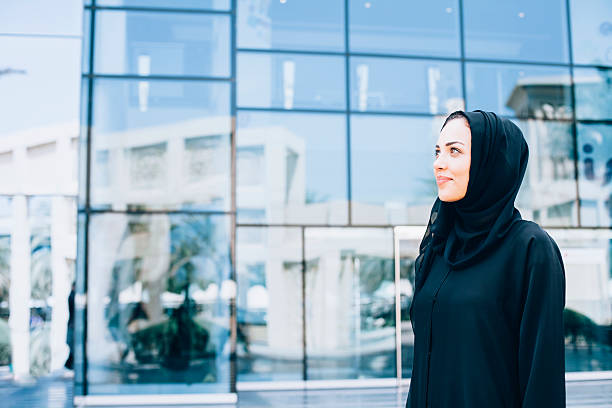 arab business woman in front of modern business building - emirati woman 個照片及圖片檔