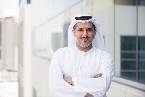 Arabische Geschäftsmann Porträt Außerhalb Bürogebäude Stockfoto und mehr Bilder von 2015