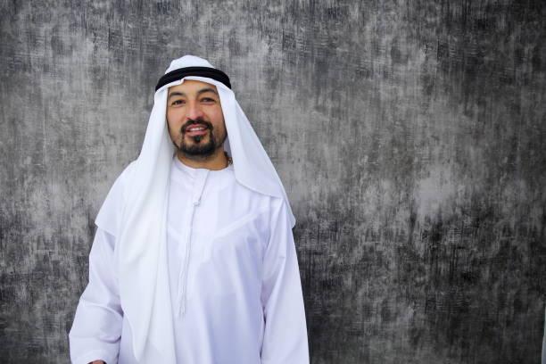 Arabische Geschäftsmann im Büro stehen – Foto