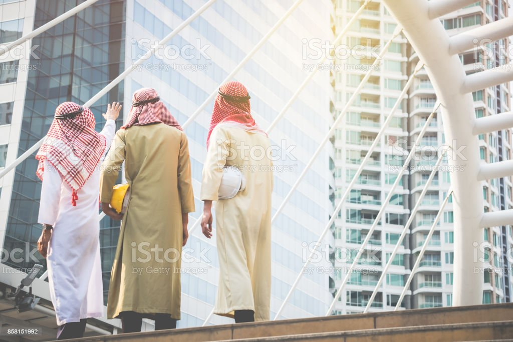 Arab businessmen and architects convene to work together for a common goal and success.Business Concept – zdjęcie
