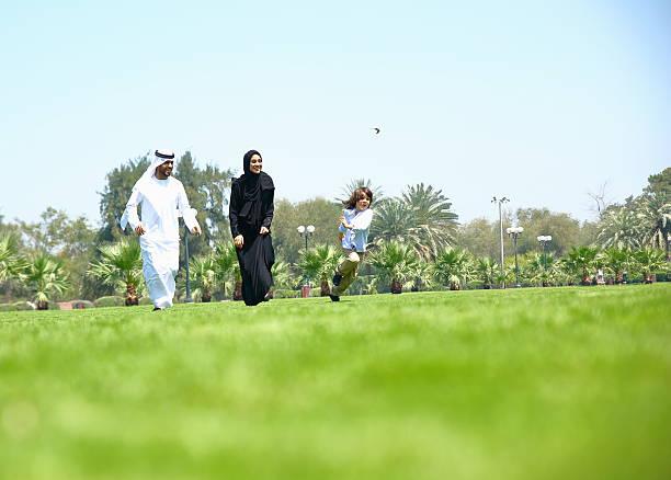 Arabische Emirate Familie im Freien im park – Foto