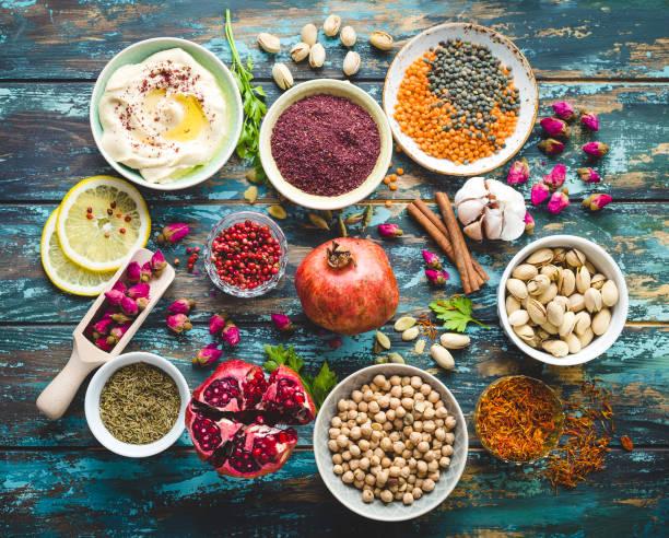 ingrédients pour la cuisine du moyen-orient arabes - liban photos et images de collection