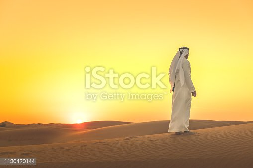 Arab, Middle East, Sand Dunes, Desert, Tradition, Culture - Arab man standing on the sand dunes