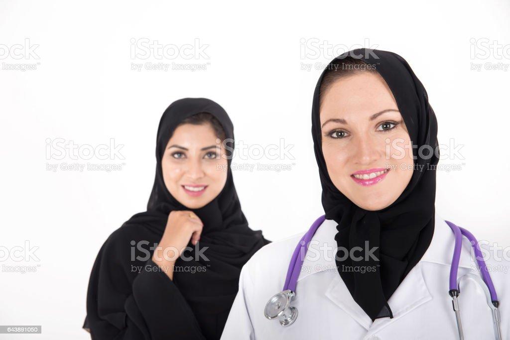 Mantel Trägt Arabischmuslimische Ärztin Mit Weißen XPOiTwkZu