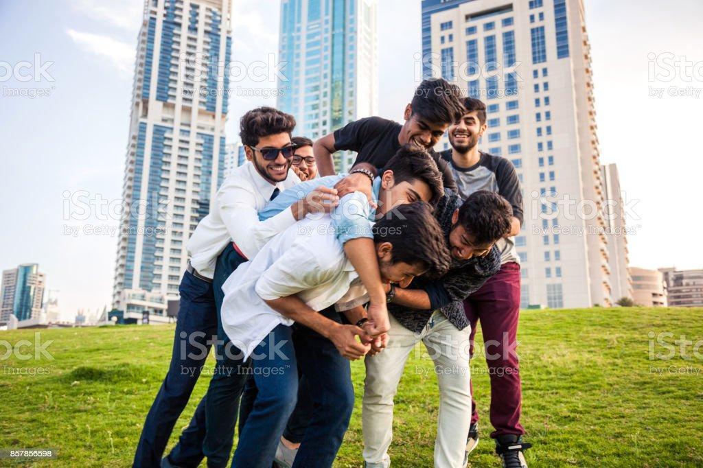 Fotografía de Jóvenes árabes Grupo De Amigos Del Oriente Medio ...