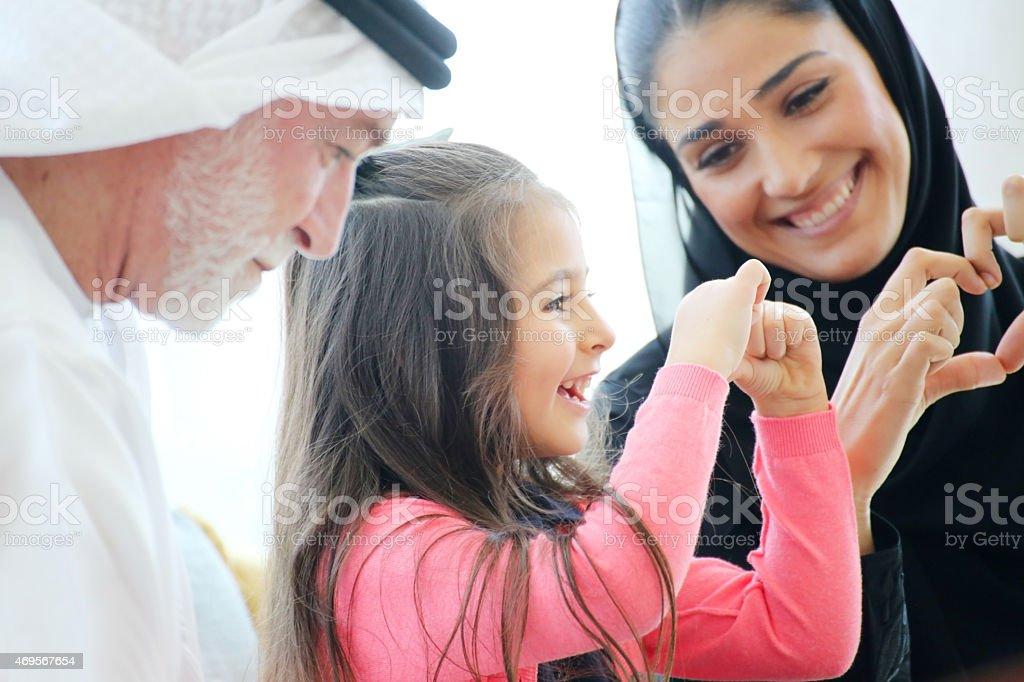 Arabische Familie genießen Freizeit im Café – Foto
