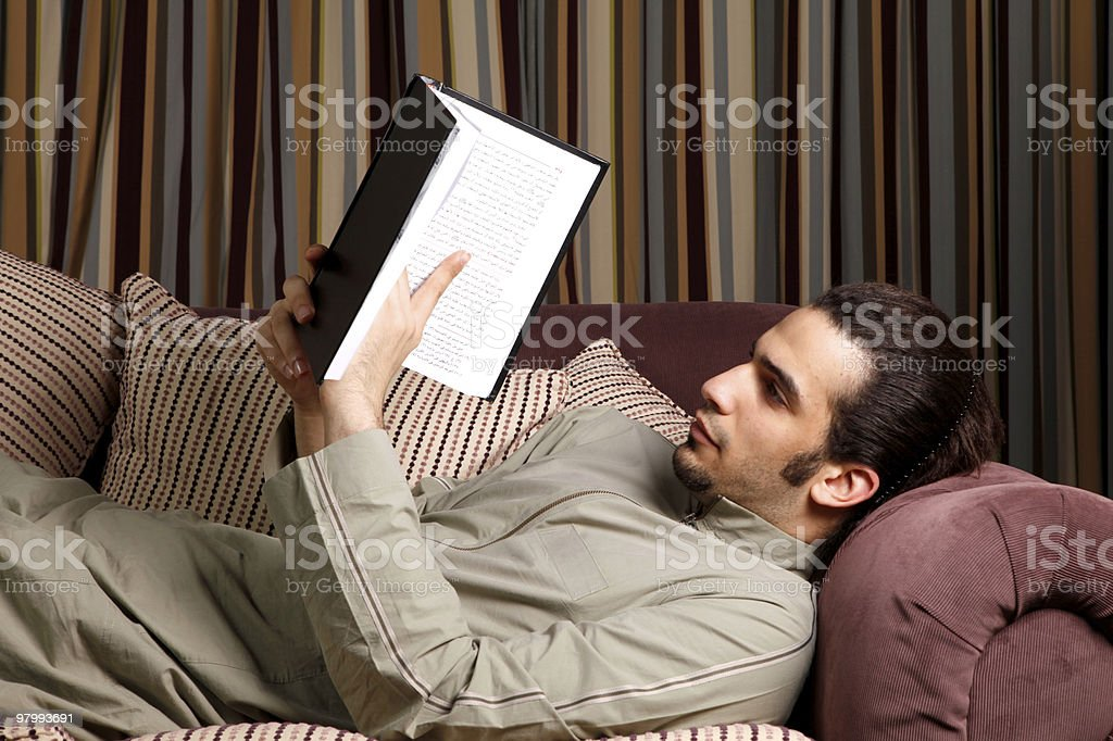 Arabian male reading a book royalty free stockfoto